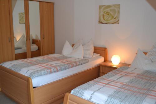 Ein Bett oder Betten in einem Zimmer der Unterkunft Ferienwohnung Zinne-Wigger