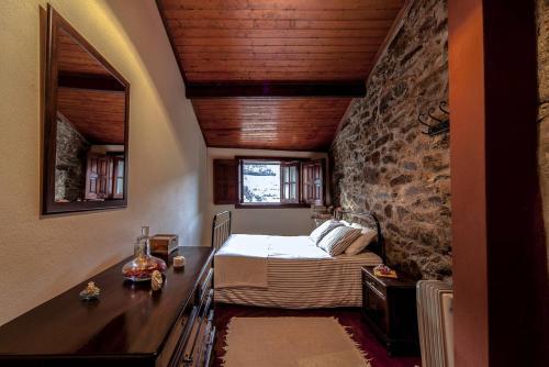 A bed or beds in a room at Casa do Bernardo