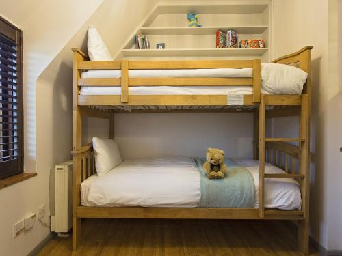 A bunk bed or bunk beds in a room at Nelson's Nook