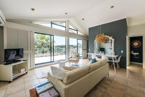 A seating area at Villa Blanc 2, Palm Beach