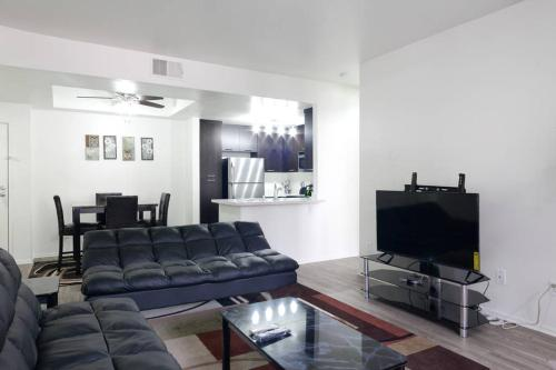 A seating area at Mission Valley Apartment C3