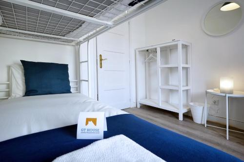 A bed or beds in a room at Lisbon 7Rooms