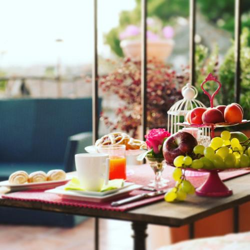 Breakfast options available to guests at Torre Di Vico Residenza D'Epoca