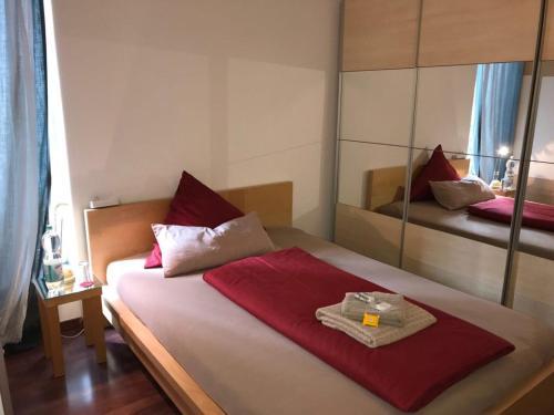 Ein Bett oder Betten in einem Zimmer der Unterkunft Apartment an der Messe Augsburg