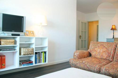 A television and/or entertainment center at Charming apart by the beach