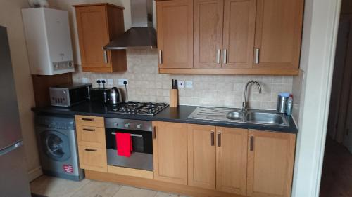 A kitchen or kitchenette at Camden Place Apartments