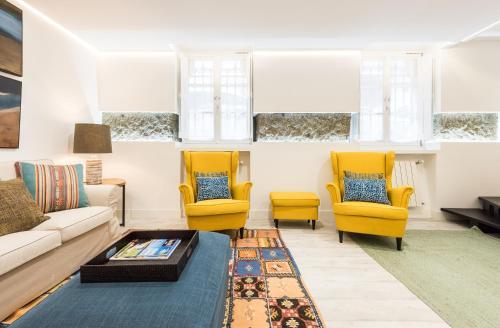 A seating area at Art & Design Gran Via