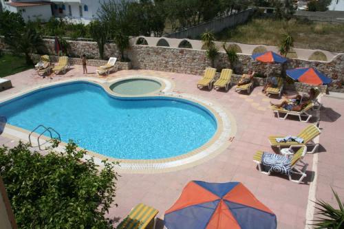 Vista sulla piscina di Sevastos Studios o su una piscina nei dintorni