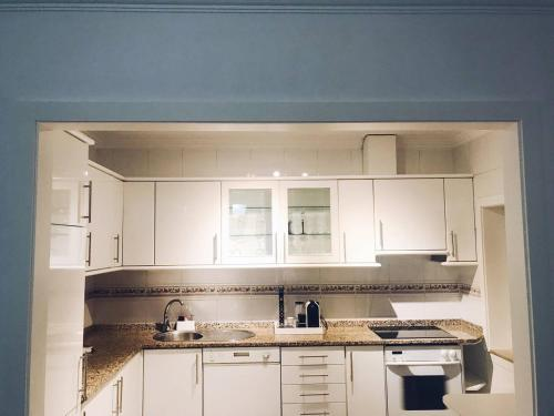 A kitchen or kitchenette at Central Square House