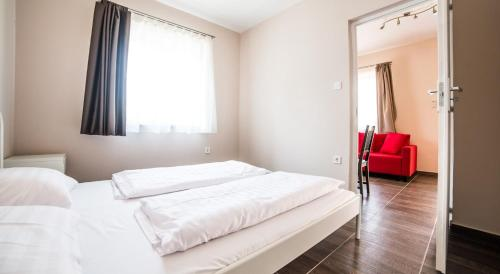 A bed or beds in a room at Tulipán Apartman