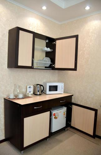A kitchen or kitchenette at Hotel Veda