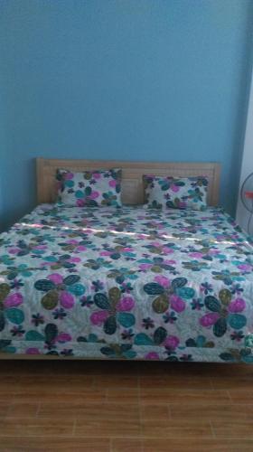 Giường trong phòng chung tại Quyen's Homestay