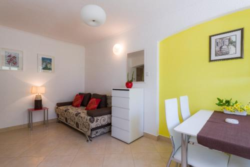 A seating area at Apartments Nada