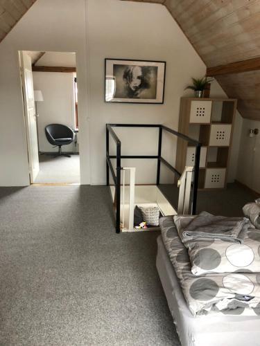 Een stapelbed of stapelbedden in een kamer bij Holiday House Billundvej 74