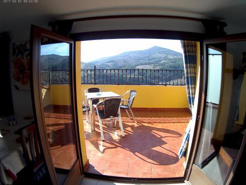 Un balcón o terraza de Apartamentos Turisticos Mirayuste