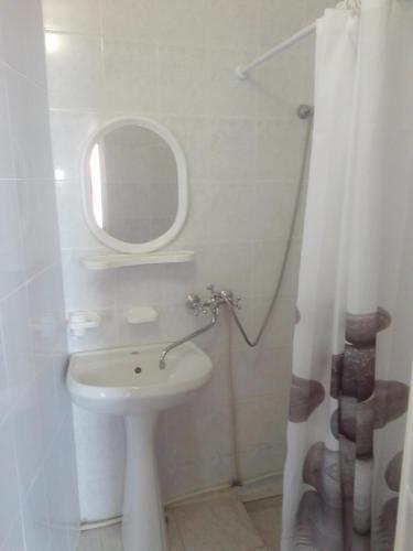 A bathroom at Guest House Bereg Morya