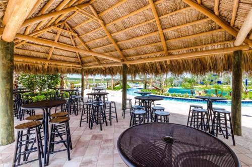 Um restaurante ou outro lugar para comer em Juliet Drive Townhome #244495 Townhouse