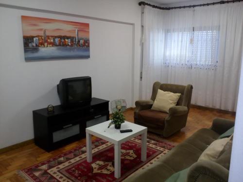 A television and/or entertainment center at Apartamento Do Silva