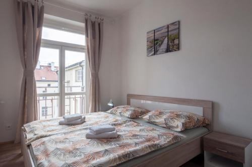 Ein Bett oder Betten in einem Zimmer der Unterkunft Downtown Apartments
