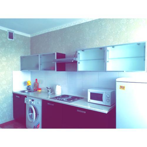 Кухня или мини-кухня в Best infinity apartment near Asia Park