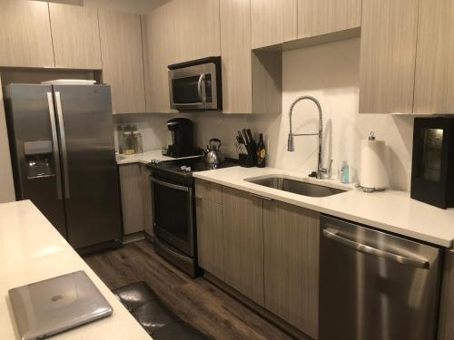 A kitchen or kitchenette at West Midtown meets Buckhead!