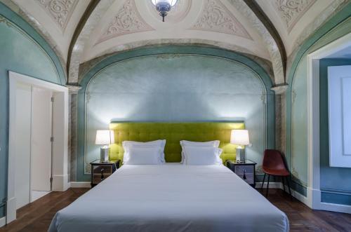 A bed or beds in a room at Casa Morgado Esporao