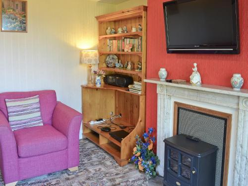 A television and/or entertainment center at Suffolk House Annexe