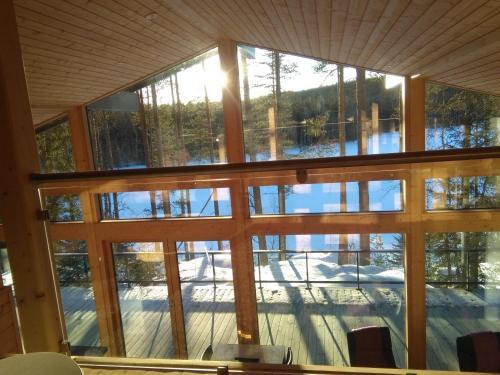 Majoituspaikan Mustikkakallio Luxury Villa uima-allas tai lähistöllä sijaitseva uima-allas