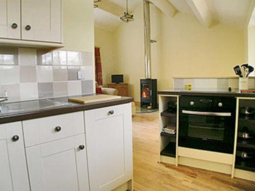 A kitchen or kitchenette at Pheasant Lodge