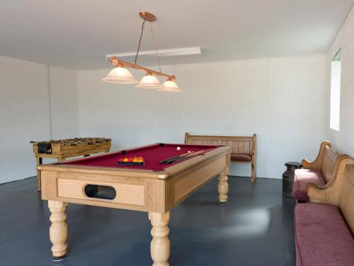 A pool table at The Lion Retreat at Shandwick