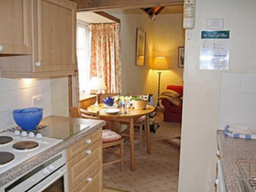 A kitchen or kitchenette at Clover Cottage