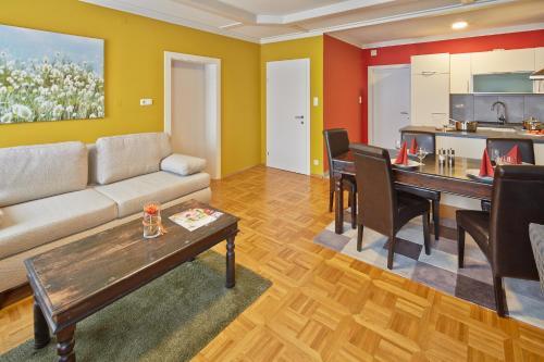 Ein Sitzbereich in der Unterkunft Apartment Markt Ardagger