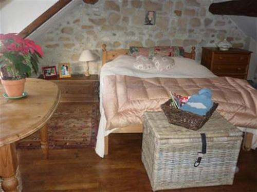 A bed or beds in a room at Rostis Cottage