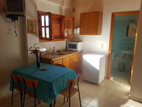 Een keuken of kitchenette bij Niki Apartments