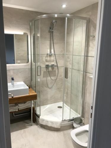A bathroom at Tour Eiffel Rent