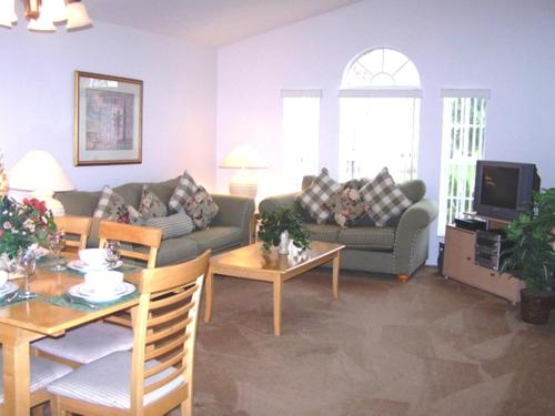 A seating area at Sunsplash Vacation Homes