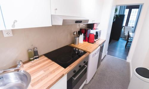 A kitchen or kitchenette at City Center Apartments Grand Place