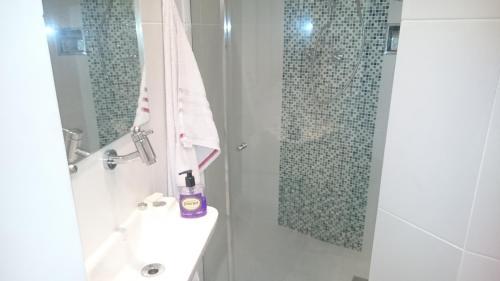 Ett badrum på #111 - Domingos Beach Pad