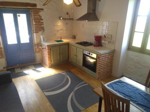 Cuisine ou kitchenette dans l'établissement Le Domaine du Chasselas La Grappe