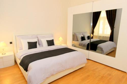 A bed or beds in a room at Luxury apartments Krocínova