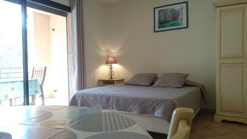 Een bed of bedden in een kamer bij Résidence A Barcella