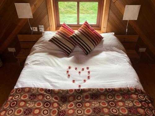 A bed or beds in a room at Cedar Boathouse Overlookng Baltimore, West Cork & Islands