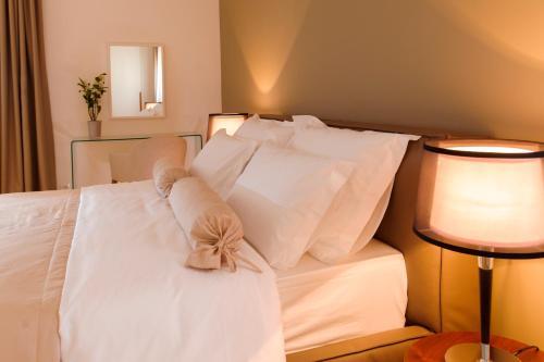 Cama ou camas em um quarto em Residence by Vestibul Palace