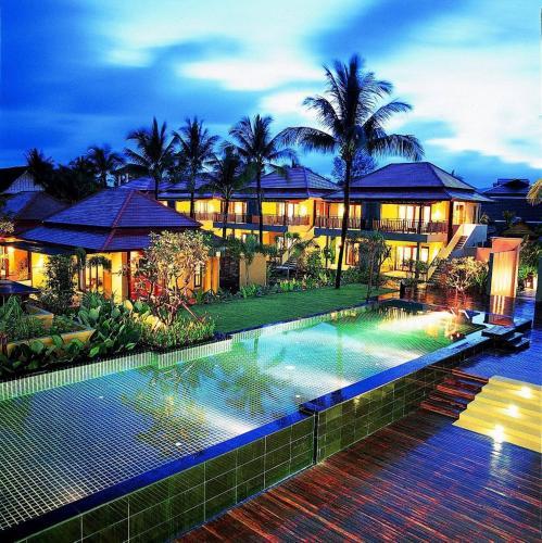 Der Swimmingpool an oder in der Nähe von Chongfah Beach Resort Khaolak