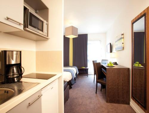 A kitchen or kitchenette at Lagrange Apart'Hotel Paris-Boulogne