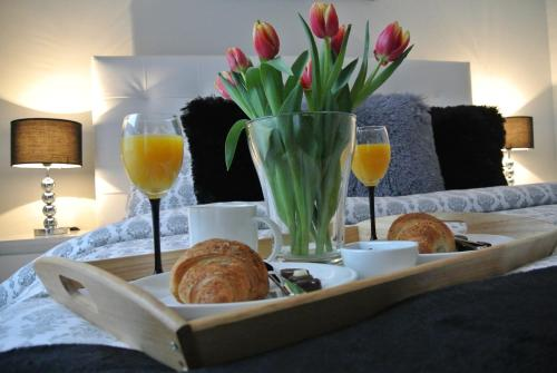 Breakfast options available to guests at City Park Apartments