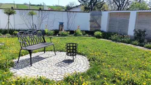 Ein Garten an der Unterkunft Ferienhaus Moritz