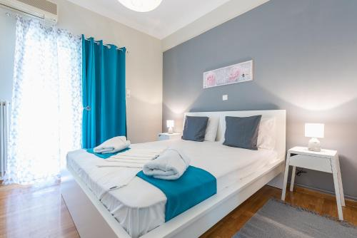 A bed or beds in a room at Comfy Home in Vibrant Neighborhood