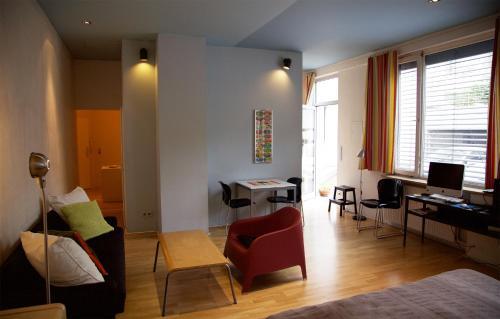 A seating area at Hauptstadt Apartment