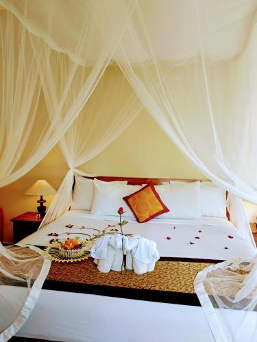 A bed or beds in a room at Inang Villa